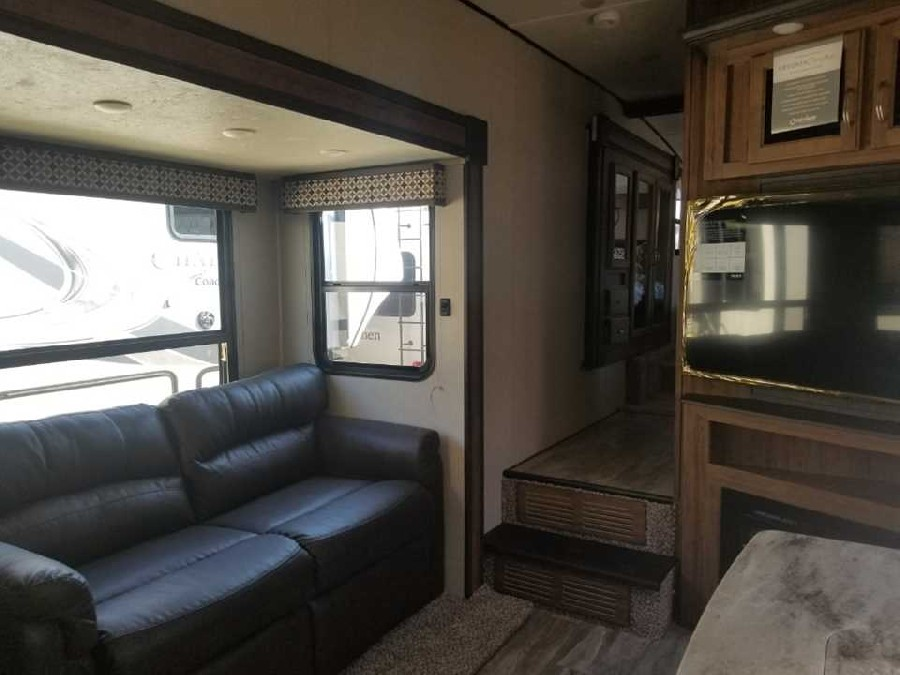 2019 Coachmen RV Chaparral Lite 295BH 4